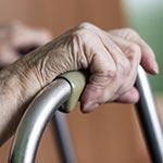 הביטוח הלאומי: נפילות מסיבות פיזיות לא מחייבות השגחה